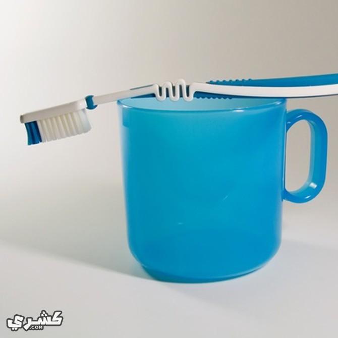 نظف اسنانك بالماء المعبأ