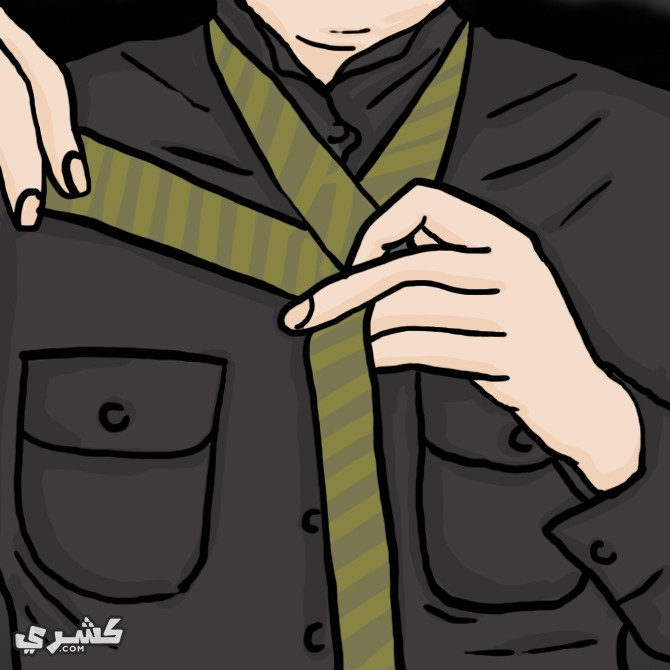 ضع الكرفتة حول ياقات القميص  أمام المرآة