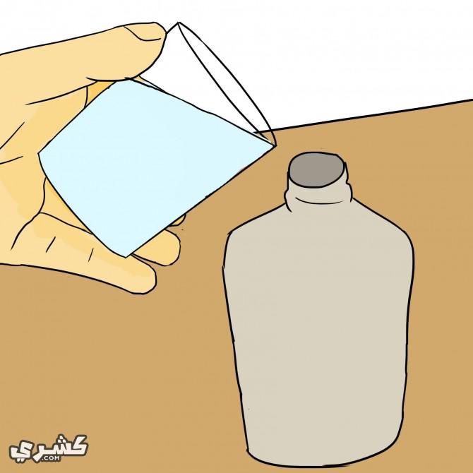 ضعي الماء في زجاجة اسبراي