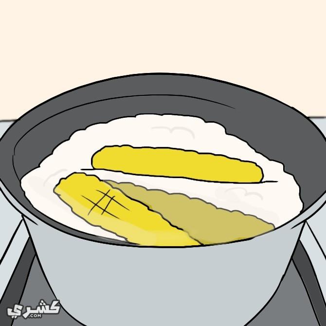 ضعي الذرة في اناء وأضيفي المكونات