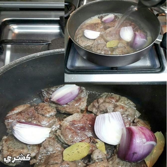 قومي بطهو اللحم (سلق اللحم)